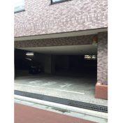 クレッセント目黒青葉台駐車場入口サムネイル