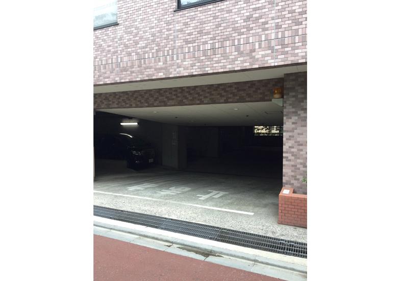 クレッセント目黒青葉台 駐車場入口 イメージ