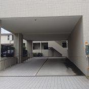 マストレジデンス世田谷代田駐車場サムネイル